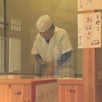 戸隠蕎麦を打つ職人