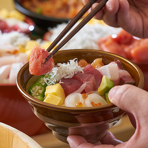 朝食で人気ののっけ丼※料理はイメージです。