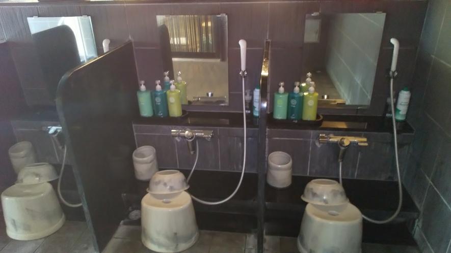 男性大浴場洗い場①