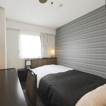 シングルルーム(広さ12㎡/ベッド幅140cm長さ195cm)