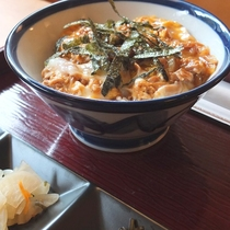 【親子丼】プリプリの鶏肉とトロッとした卵の絶妙なハーモニー