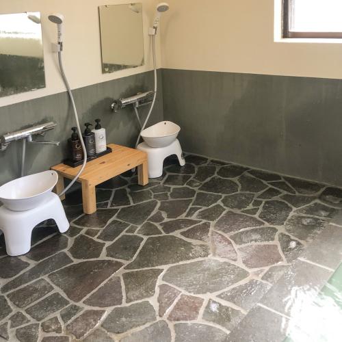 【永田屋本館から車7分の温泉付別荘昭和館】温泉の洗い場