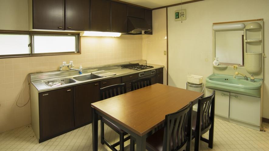 【離れ2LDK】1階のキッチン&ダイニング&洗面