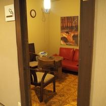 【館内施設】全部屋、館内は禁煙です。こちらの喫煙ルーム1か所ございます。