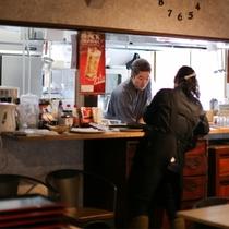 【茜家食堂】調理場直結なので温かいものは温かく、冷たいものは冷たく召し上がって頂けます♪