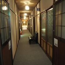 【その他】和室のお部屋にはトイレがありません。どのお部屋からも近くに共用トイレがあります。