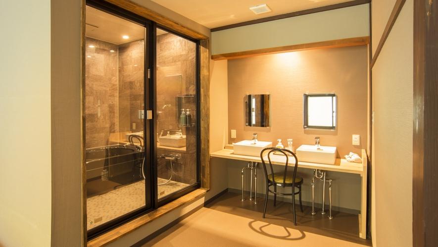 【スーペリアツイン】バスルームとパウダールーム完備