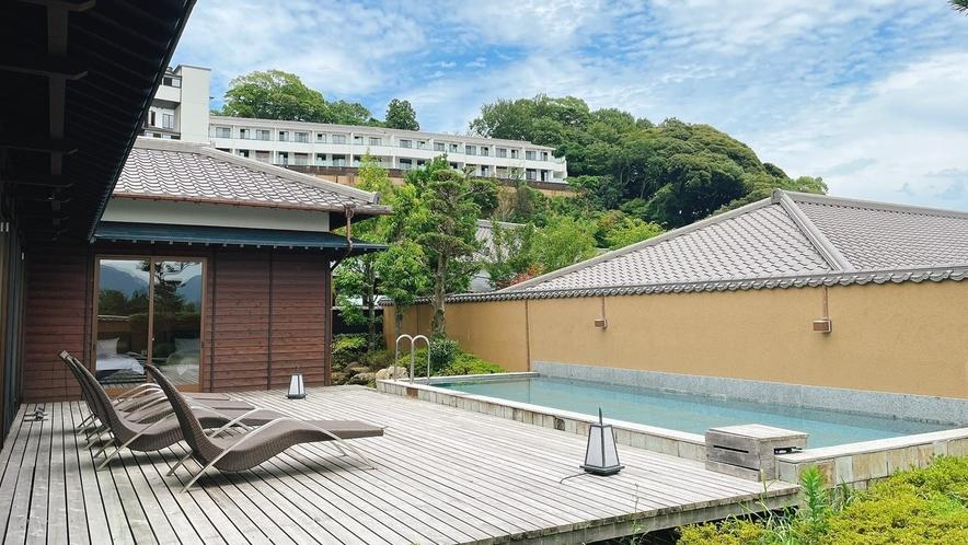 【特別室「つつじ」】・夏季限定プール付き(7月1日~9月30日)※客室によって設えが異なります。