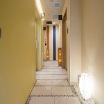 宿泊者専用大浴場PM4:00~AM2:00・AM5:00~AM9:00お部屋のタオルをお持ちください