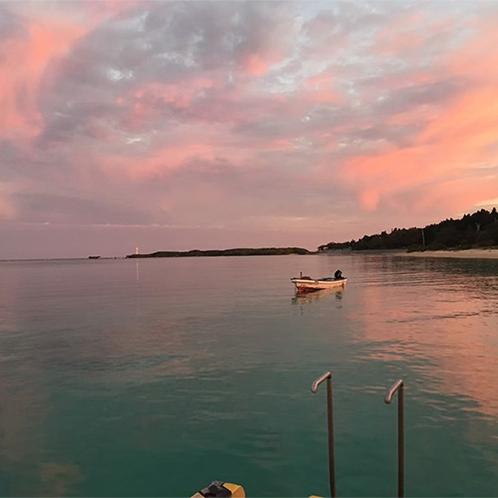 夕焼けのエメラルドビーチ