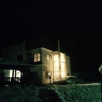 ・・・夜の外観(冬)・・・