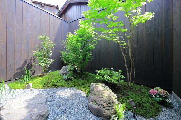 京都らしく四季それぞれに彩りを見せるお庭