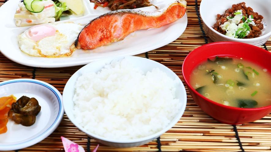 【朝食】朝はしっかり!品数も豊富な和食膳をご用意☆