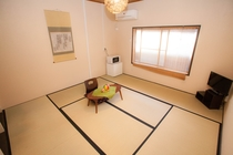 ゆったり京間8畳の201号室
