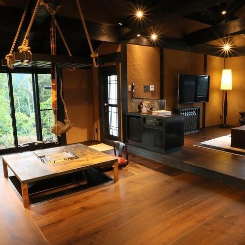 【客室/風待】 99㎡もの広々としたお部屋には囲炉裏、板間、畳の間、寝室、内湯、露天が備わります