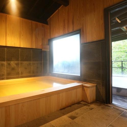【客室内湯/有明】 贅沢なヒノキ造りの内湯にも24時間、掛け流しの湯が溢れます