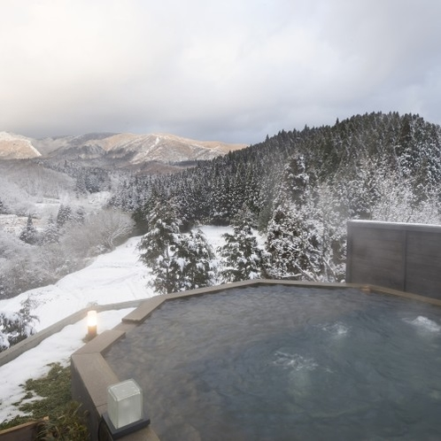 【貸切風呂】 九州でも雪見風呂。雪化粧した阿蘇や大分の山々を大パノラマで愉しんでいただけます