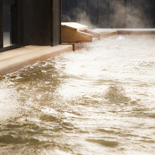 【泉質】 弱アルカリ単純性の優しいお湯で、古い角質を落とし美肌効果もあると言われています