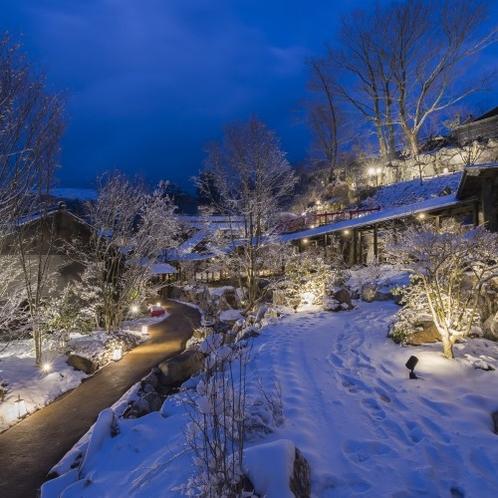 【館内】 冬ならではのピンと張った空気と真っ白な雪のお陰で、空がいつもより美しく感じます