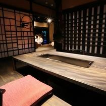 【客室/弓張】 お食事はお部屋の囲炉裏、もしくはレストランにてご用意します。ご希望をお知らせください
