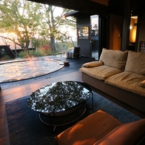 【客室/夢見】 刻々と移ろう景色をお部屋から愉しめるのも月洸樹ならでは。ゆったりとお過ごしください