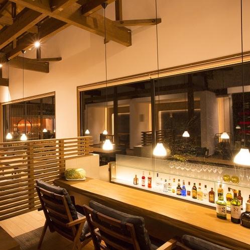 【レストラン・BAR】 木をふんだんに使用した館内は、ぬくもりと清潔感を感じられる空間です