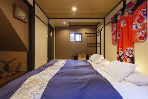 京町家1棟まるごと8部屋2バスルーム3トイレ1〜12名様