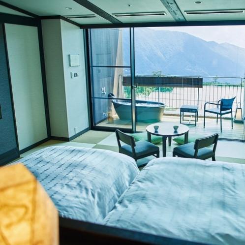 最上階の露天風呂客室。季節毎に移り変わる景色をお楽しみ頂けます