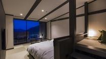夜の露天風呂付客室(最上階)