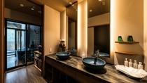 露天風呂付特別室のパウダールーム(一例)