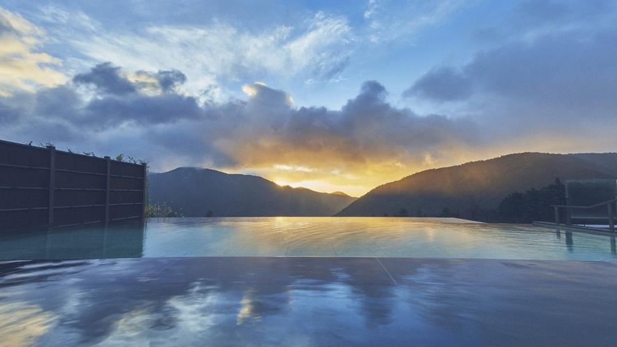 【浮雲の湯】夏の朝日
