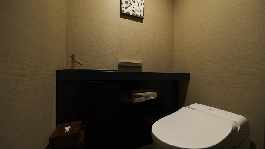 【露天風呂付特別客室「箱根遊山」】トイレ(一例)