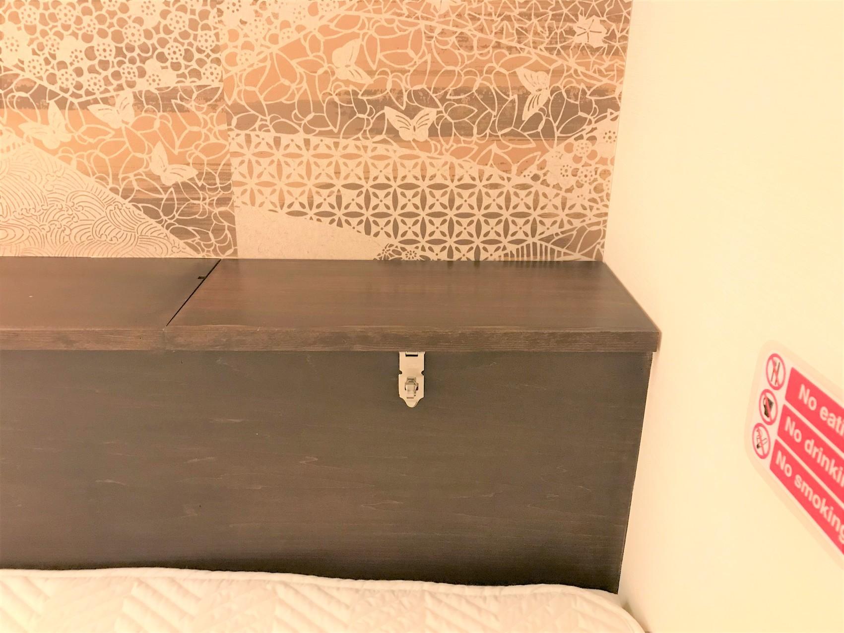 Capsule Dorm(Superior and Deluxe)