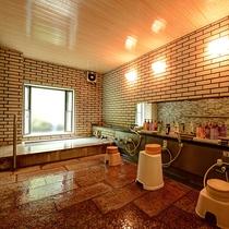 *【内湯・小】浴槽は決して大きくありませんが、温泉を良質な状態でかけ流して提供しております。