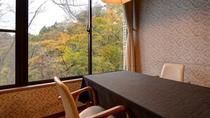 *【レストラン】ご朝食、ご夕食はこちらでのご案内になります。大きな窓からの景色も召し上がれ。