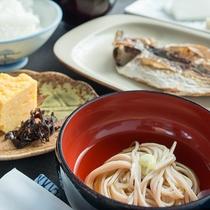 *【朝食】神奈川県西地域の食材を使った田舎家庭料理、「箱根そば」をお椀でお召し上がり頂けます。