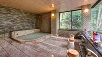 *【内湯・大】浴槽は決して大きくありませんが、温泉を良質な状態でかけ流して提供しております。