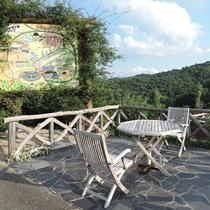 *みはらしカフェ/広い敷地にはカフェ、田舎広場など自然を満喫できる様々な施設が充実。