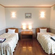 *ツインルーム一例/ゆったりとスペースがとられた洋室は、安心のバリアフリー設計。