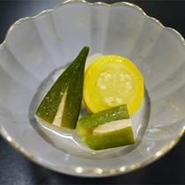 *夕食一例/地元の食材を中心に使用し、一品ずつ手間をかけた創作料理です。