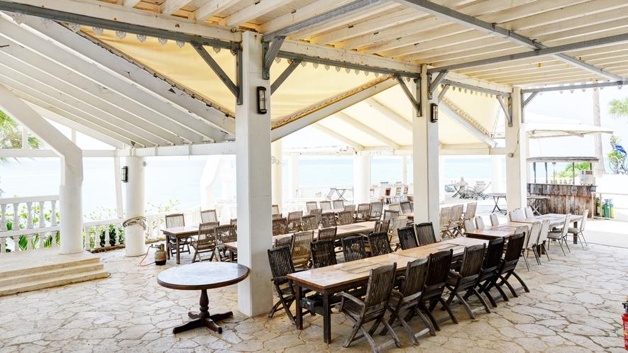 *【レストラン】アメリカンムード漂う店内で、海に面したロケーション!ご朝食やBBQもお楽しみ頂けます