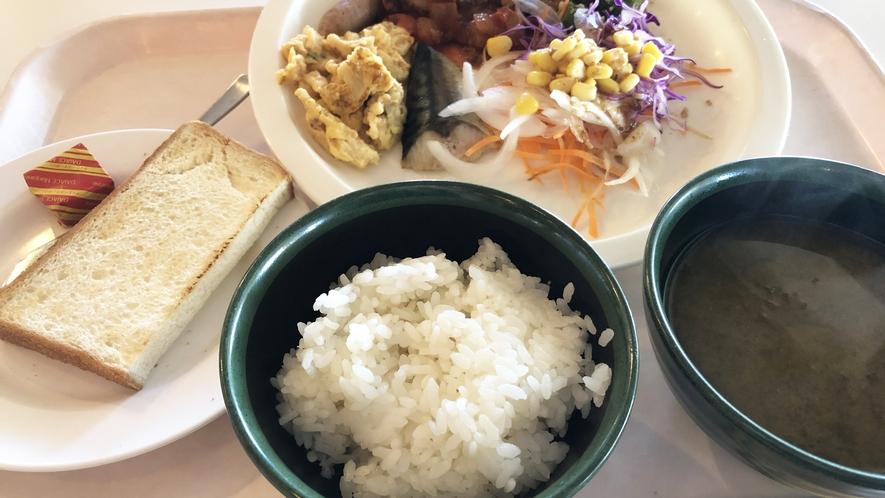 *【ご朝食】盛り付け一例。お好きなものをお好きなだけお召し上がり下さいませ。