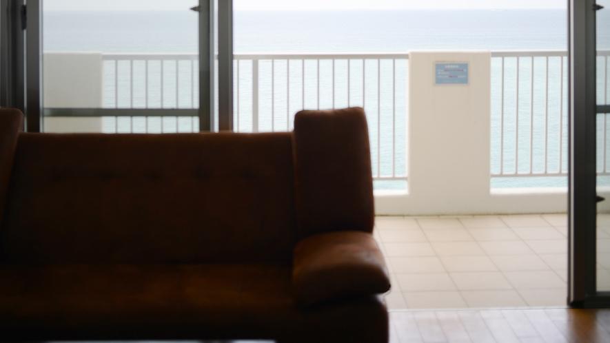 *【客室】(3LDK)リビングからのバルコニー&オーシャンビュー!リゾート型コンドミニアムです!