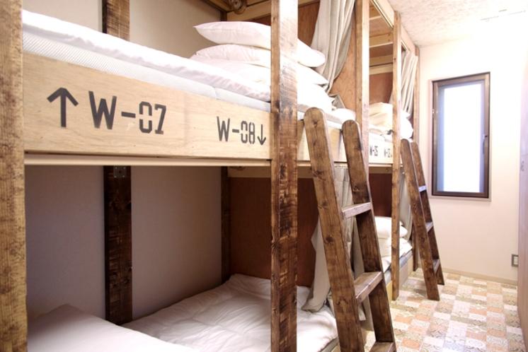 2階ドミトリールーム 男女共用 二段ベッド