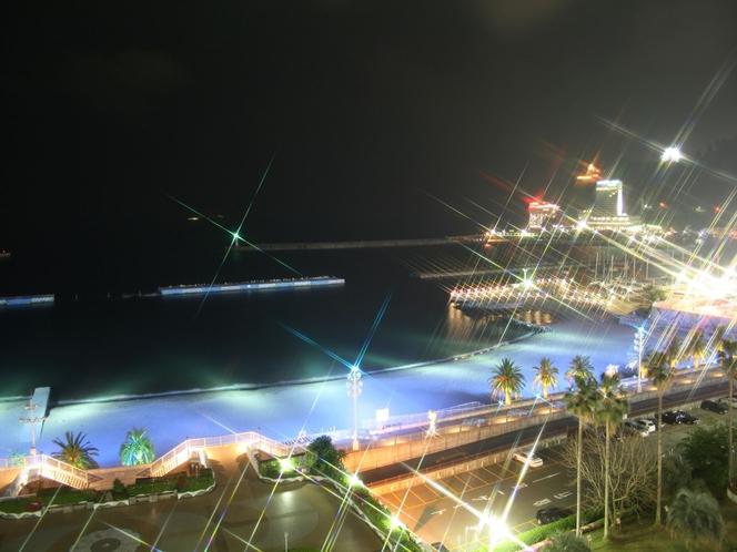 全室オーシャンビュー(夜)*客室によって海の見え方は異なります。