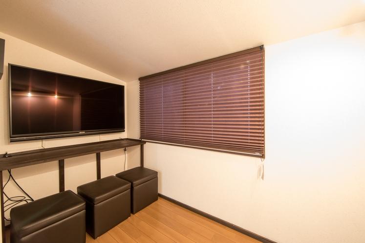 2階にも大型のテレビを用意しております。