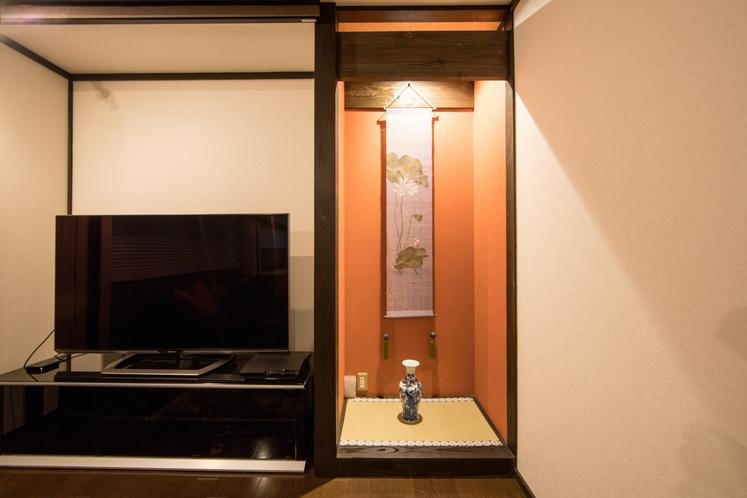 掛け軸や焼物が京都の時間を彩ります。