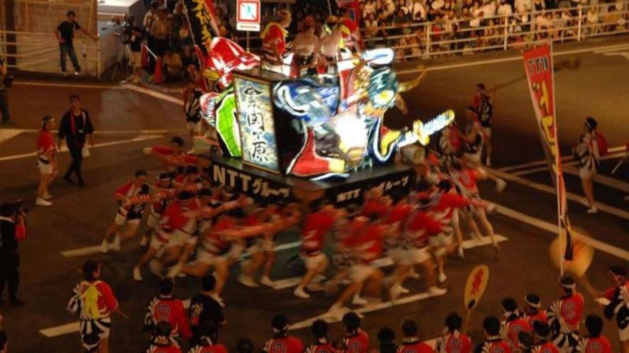 【府内戦紙】大分の夏の一大イベント!武者姿などをかたどった電飾の山車が威勢良く練り歩き、賑わいます