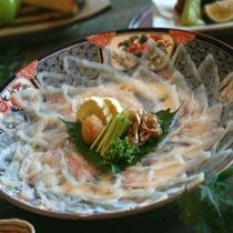 他の魚のお刺身では味わえない独特な食感の「ふぐ刺し」 ※イメージ