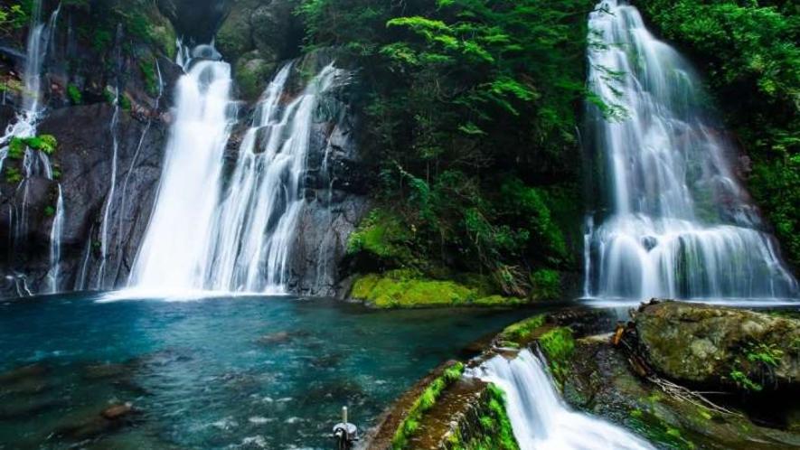 【白水の滝】国の登録記念物に登録されています。